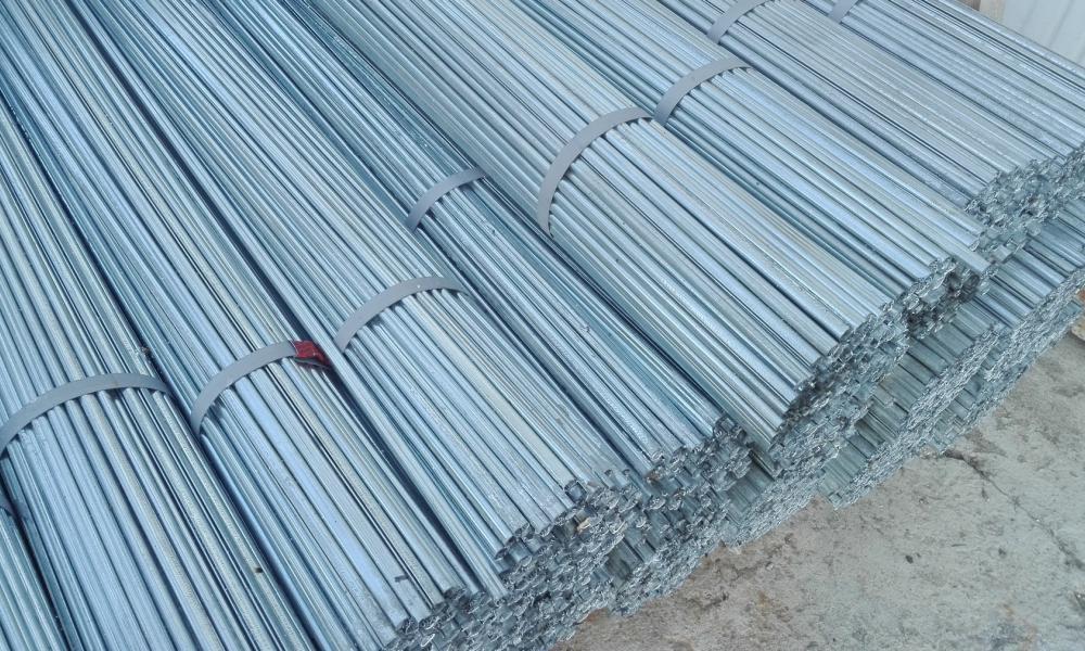Proponiamo in offerta tutore in lamiera zincata h 0 for Pali cemento per recinzione